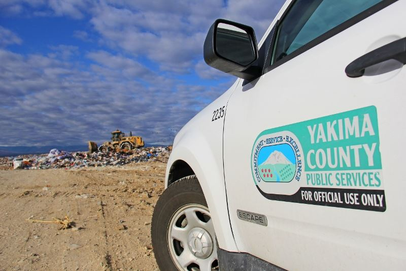 Yakima County truck at Terrace Heights landfill (800x533) (2)
